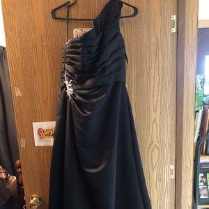 Black one shouldered dress